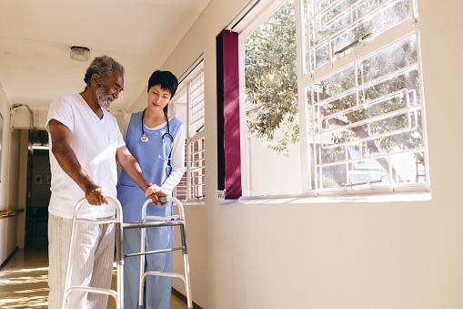 Devenir un(e) aide-soignant(e) : tout ce qu'il faut savoir